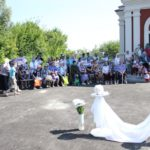 К престольному празднику храм Святых Царственных Страстотерпцев г. Саратова организовал акцию «Белый цветок»