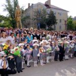Священник принял участие в школьных торжествах