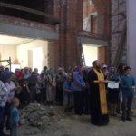 В строящемся храме Тихона Задонского был отслужен молебен