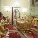 Благочинный, духовенство и прихожане храмов Всехсвятского благочиния приняли участие в ночной Божественной литургии в Свято-Покровском храме у мощей Святителя Спиридона