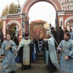 Клирики и прихожане храмов Всехсвятского благочиния приняли участие в крестном ходе в день празднования в честь Казанской иконы Божией Матери